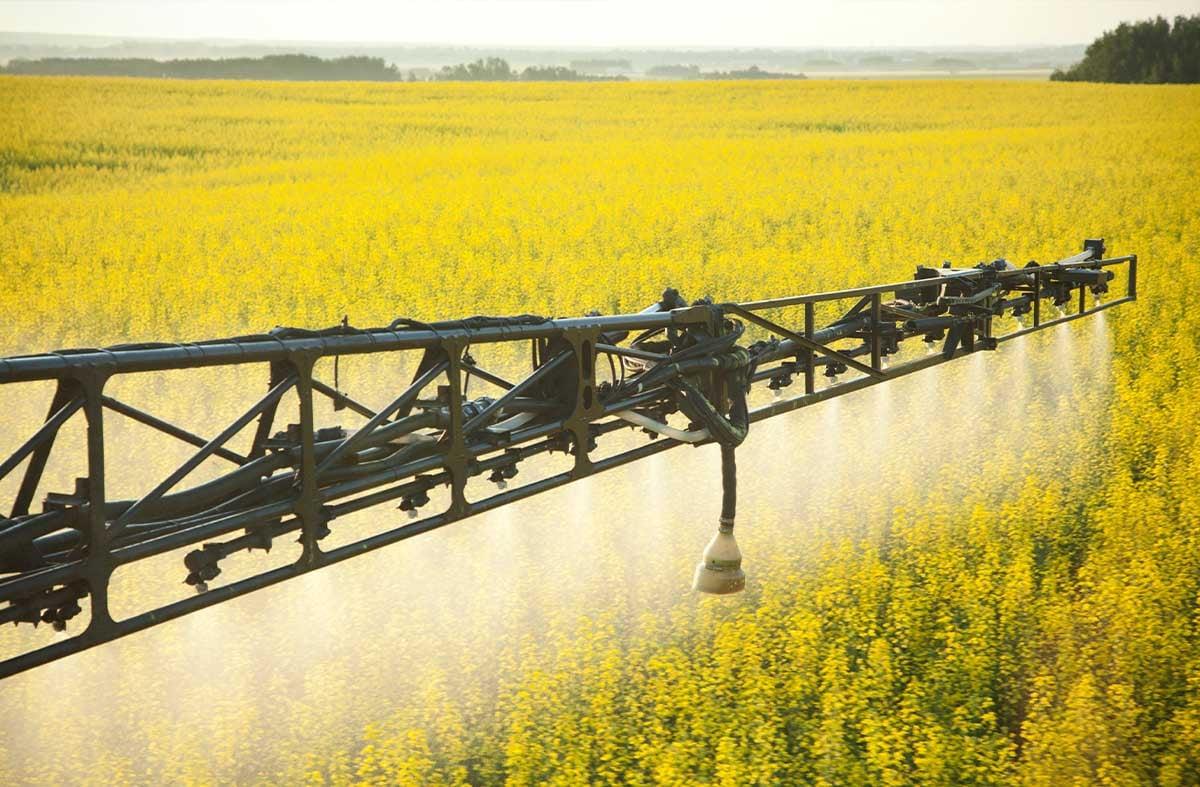 spraying_farm_field